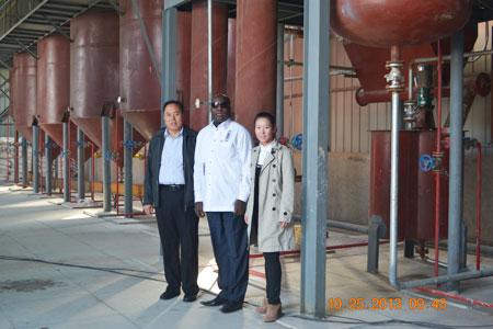 customer from Burkina Faso visiting peanut oil refinery factory